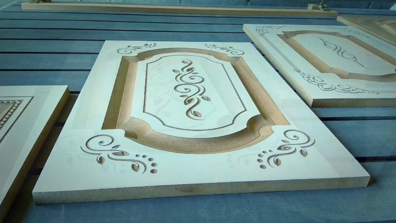 Дверцы мебели из дерева с орнаментами фрезерной обработки